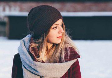 kvinna i keps, vinter