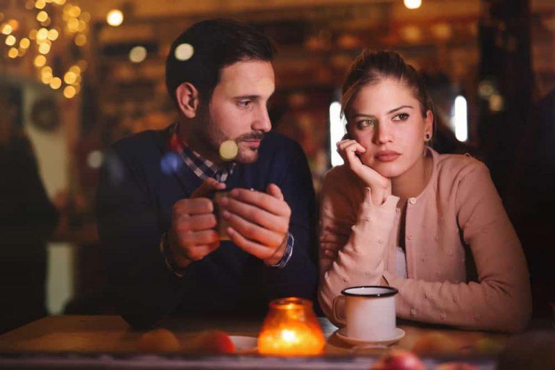 Sorgliga par som har konflikt och förhållandeproblem-1