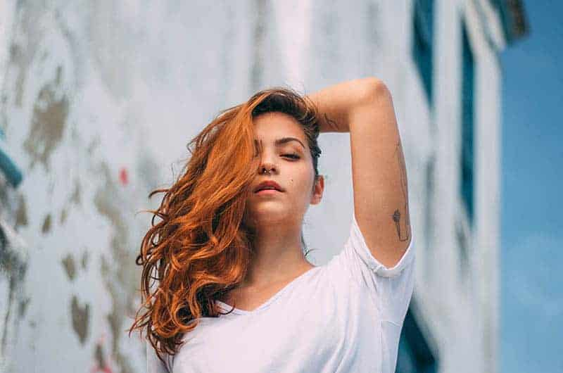 ung brun hår kvinna