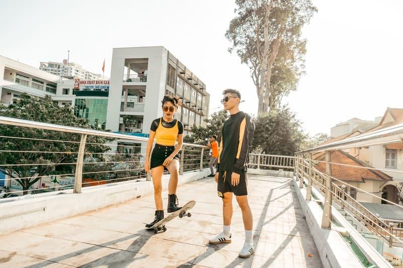 man och kvinna med solglasögon
