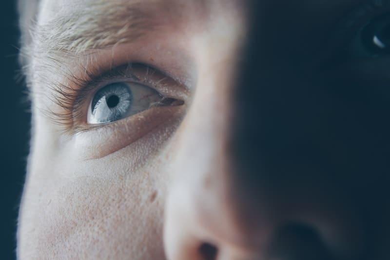 närbild foto av ett öga