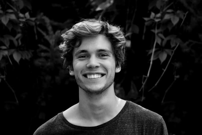 porträtt av leende man
