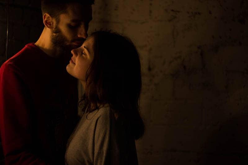 kvinna och man i kärlek