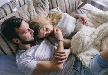 par krama och ligga i sängen