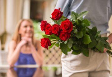 man med blommor på hans baksida dating kvinna