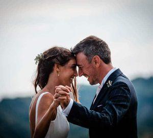 man och kvinna gifter sig