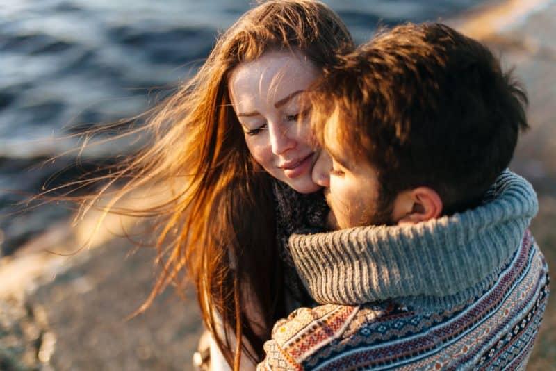 Lyckliga par i kärlek