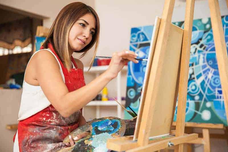 kvinnamålning hemma