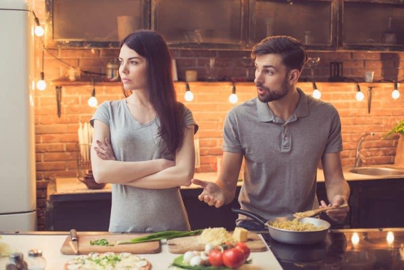 to skænderier under madlavning