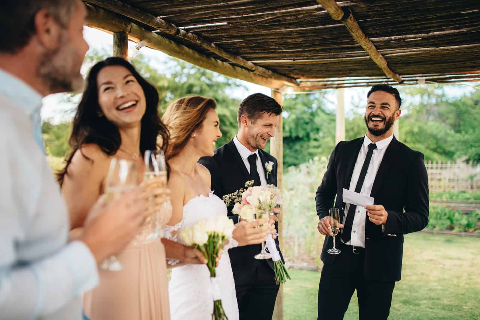 Bästa man som talar till nygifta par
