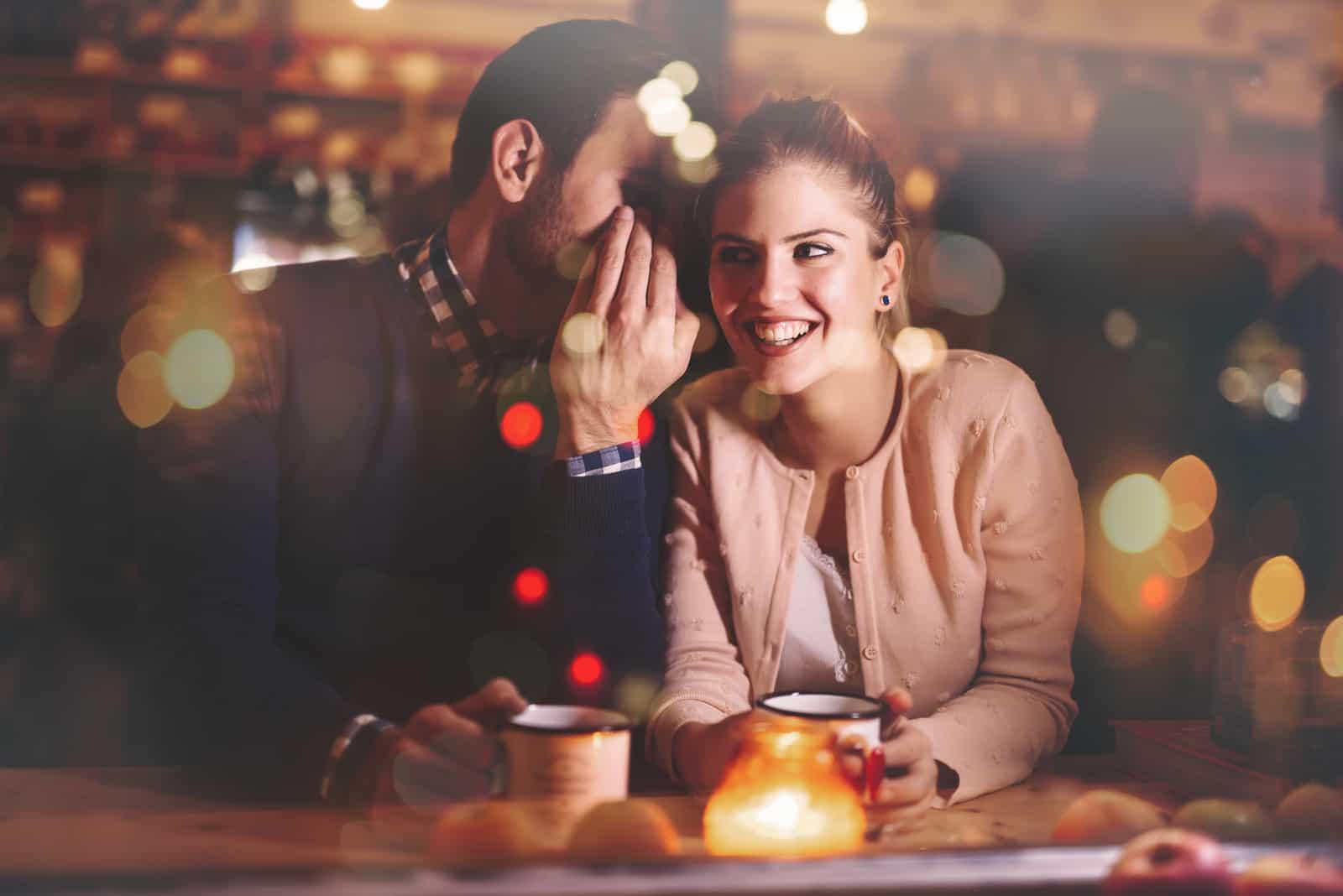 par som talar i baren