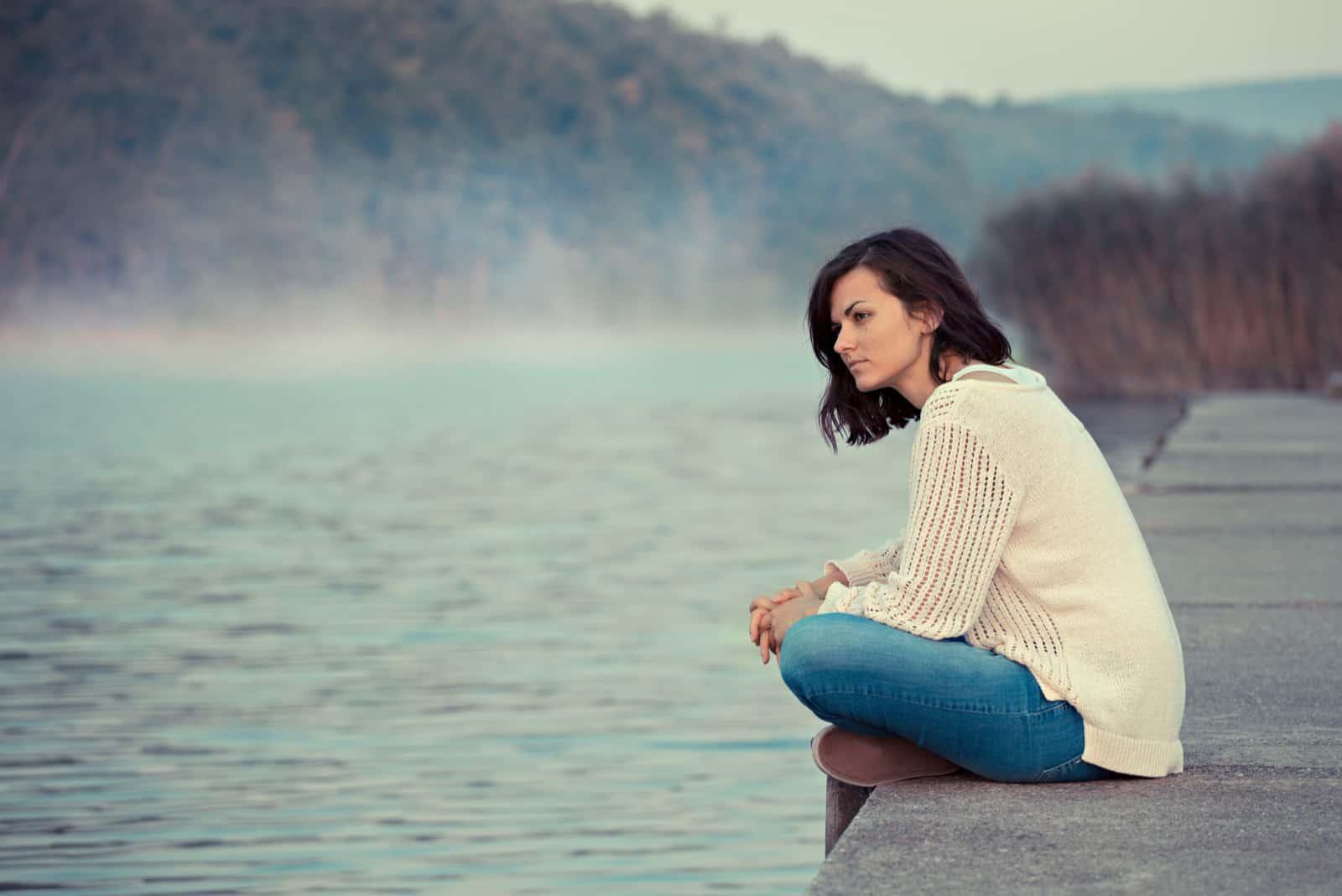 Flickasammanträde vid sjön
